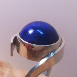 Zilveren ring met Lapis Lazuli.